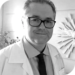 Dr. Adriano Adolpho Vengrus Predeus